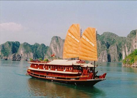 Cruises in Halong Bay: Bai Tho Cruise 2 Days