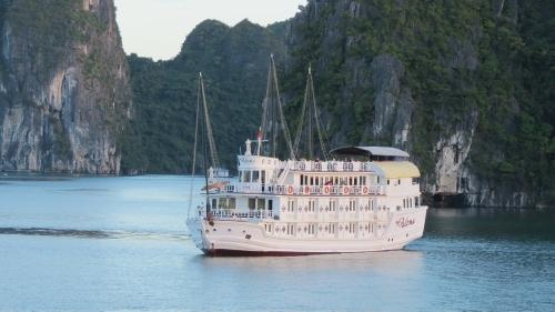 http://vietpowertravel.com/data/tour/Cruises in Halong Bay: Paloma Cruise Itinerary 2 Days