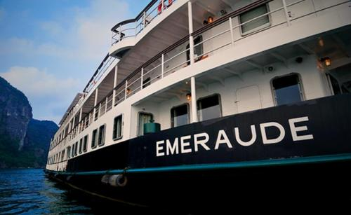 Cruises in Halong Bay: Emeraude Cruise 2 Days