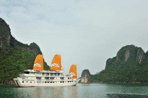 https://vietpowertravel.com/data/tour/Cruises in Halong Bay: Paradise Luxury Cruise 2 Days