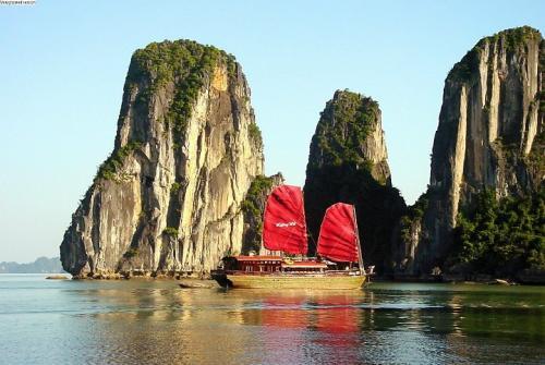 Vietnam Short Break: Hanoi - Ha Long Bay 1 Day